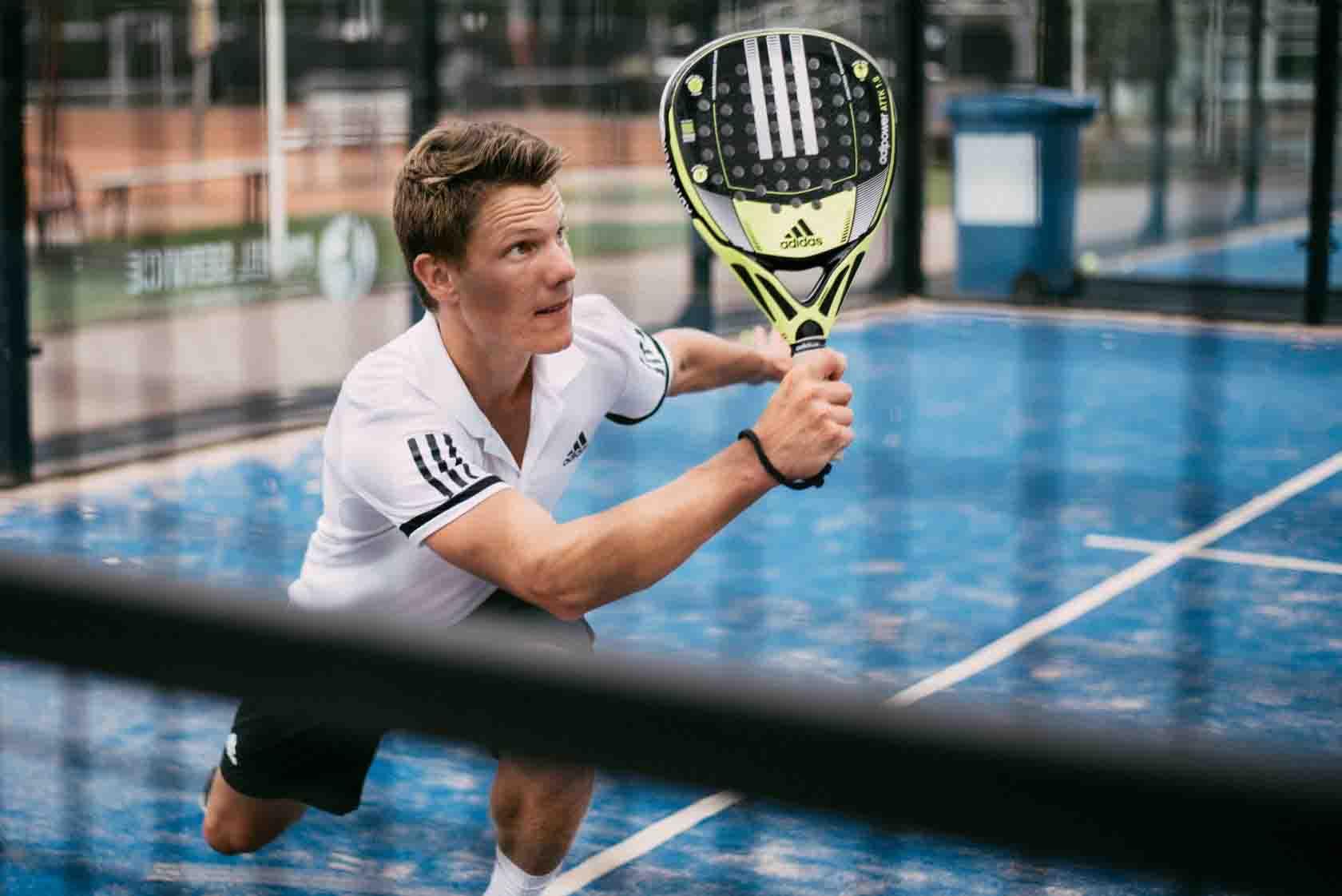 SportCadeau Cadeaukaart Champ Voor Hem Mannen Padel Squash Bootcamp Surfen