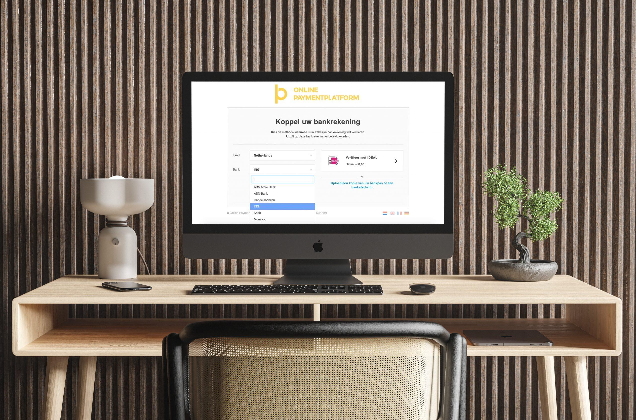 Bureau met desktop waarop de webpagina van Champ open