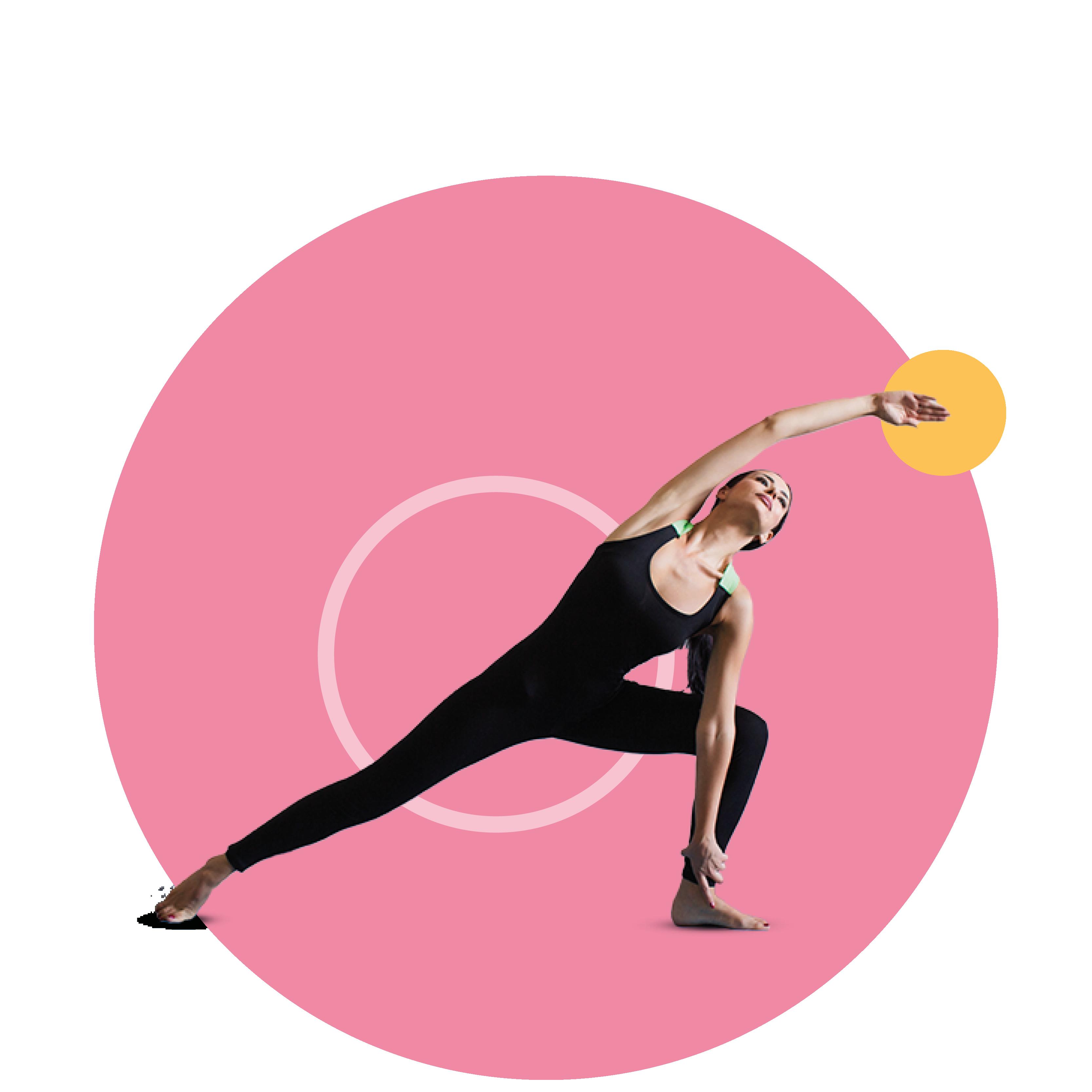 Jonge vrouw in sportkleding die een yoga positie aanneemt
